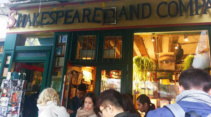 book store shakespeare and company in Paris